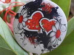 Boutons - Bois imprimés: fleurs et cœurs 1