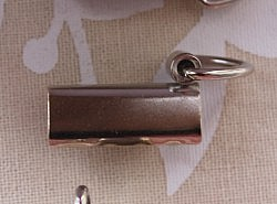 Attaches pour bijoux de sacs 1
