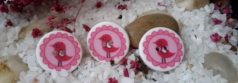 Bouton – Plat avec oiseau rose foncé sur rose