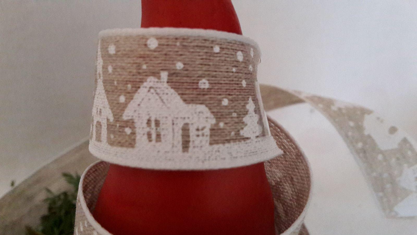 Ruban maisons et sapins sous la neige mercerie de la for Maison de ruban
