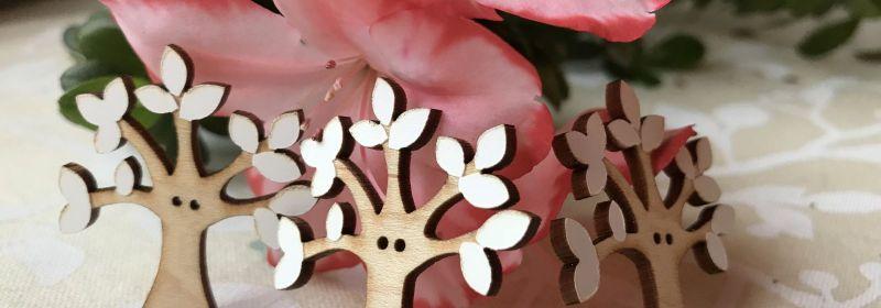 Bouton – Arbres aux feuilles blanches