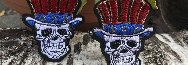 tête de mort thermocollante à chapeau